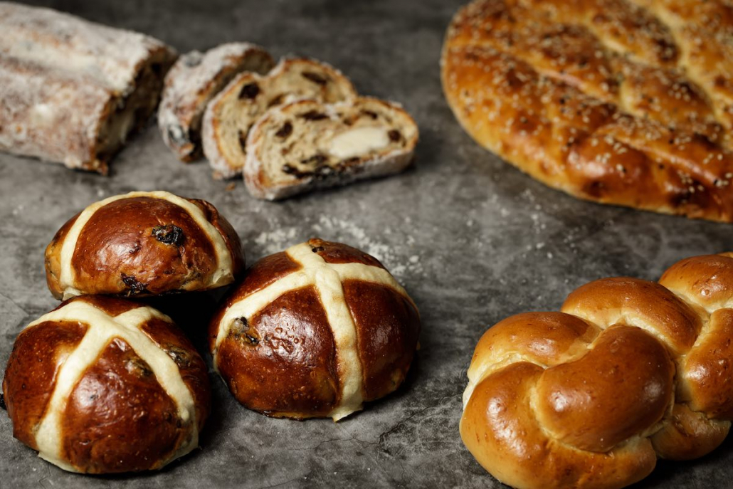 Hot Cross Buns Deli Kool Easter breads